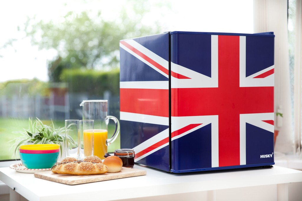 pro_7501626el193_husky_union_flag_mini_fridge_2